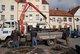 Demontaż starej latarni w Niemodlinie (fot. M. Woźniak, www.niemodlin.org)